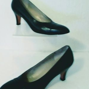 Ferragamo Black Leather Dress Pumps